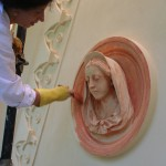 Restauro Tribuna Gotica-applicazione colore medaglione facciata principale